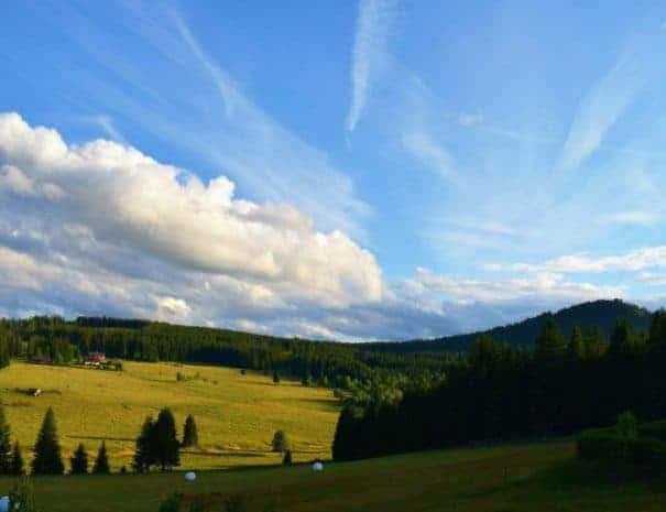 Výhled z penzionu Helena Honesová na vrch antýgl. V létě.