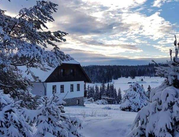 Pension Helena Honesová ubytování Horská Kvilda v kouzelném zimním ránu.